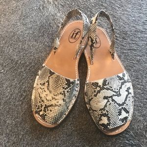 IF Carini Python leather sandals size 8.5